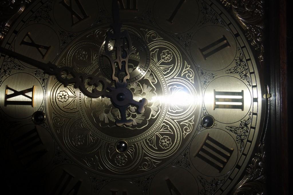 часовниковите стрелки